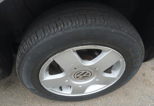 Volkswagen Golf 1.6 4 Portas