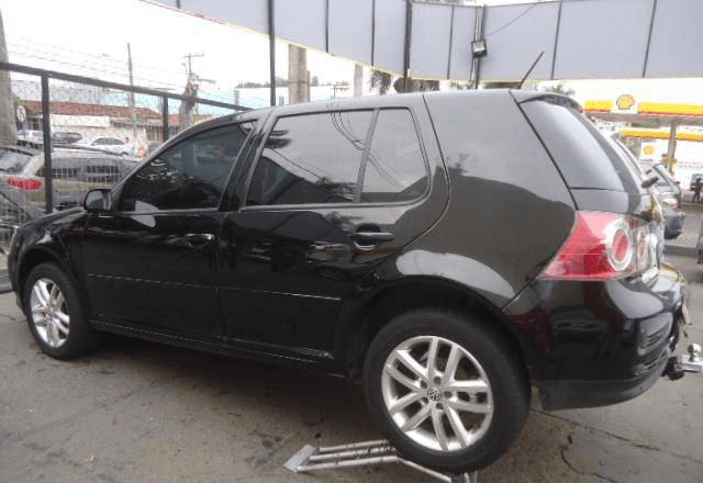 Volkswagen Golf Sportline 1.6 4 Portas