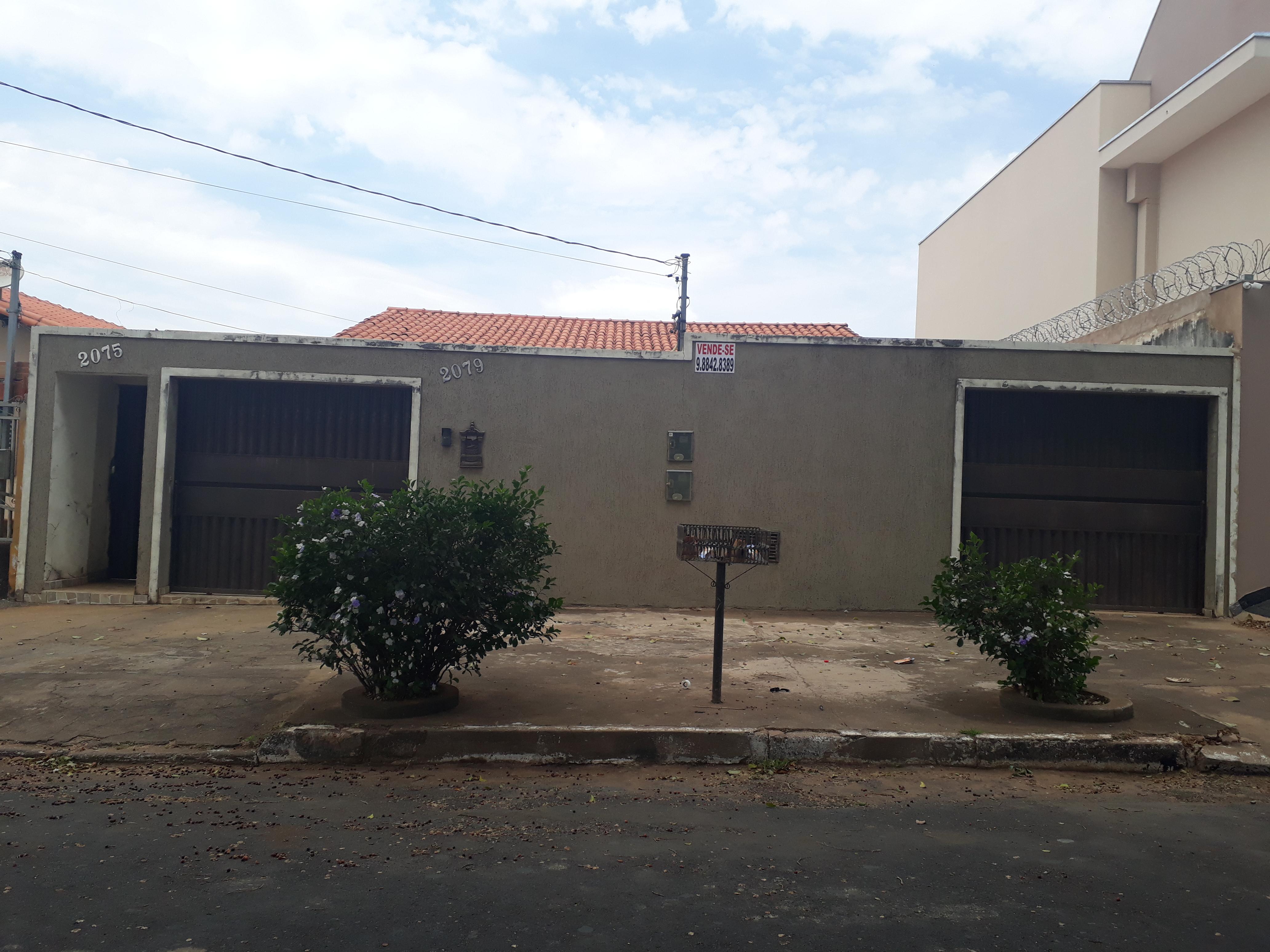 Casa bairro Santa Terezinha (com casa nos fundos)